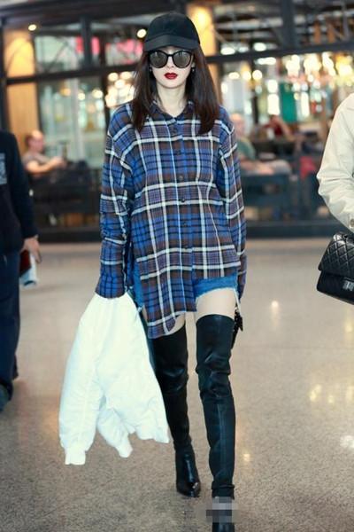 杨幂服装流行趋势示范 穿好过膝靴显高又显瘦