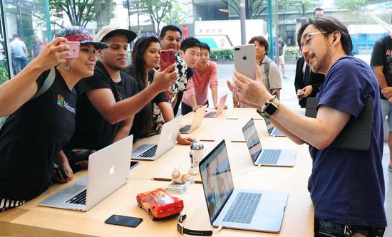 iPhone 8开卖普遍遇冷 在日本人气似乎略高