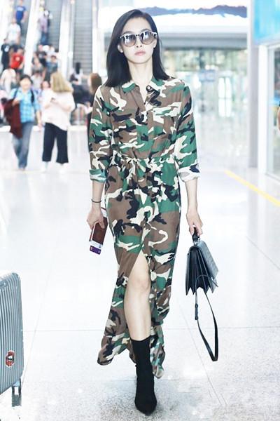 秋季服装流行趋势示范 叠穿长裙+长靴温暖又时髦