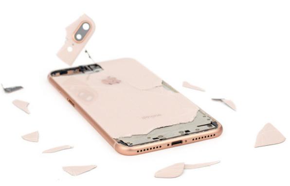外媒指出iPhone 8玻璃背壳太脆弱 一摔必碎