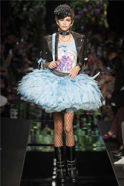 Moschino(莫斯奇诺)于米兰时装周发布2018春夏时装秀