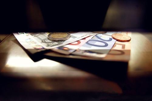 """德国""""铁娘子""""赢得大选 影响欧元的""""王牌""""会是?"""