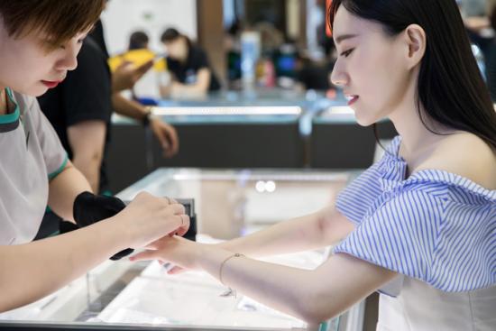 珠宝业终端市场销售稳中有升 曼卡龙珠宝高品质钻戒引关注