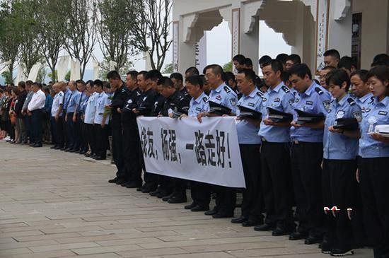 男子辱骂牺牲辅警 被网民举报厨艺行政拘留10日