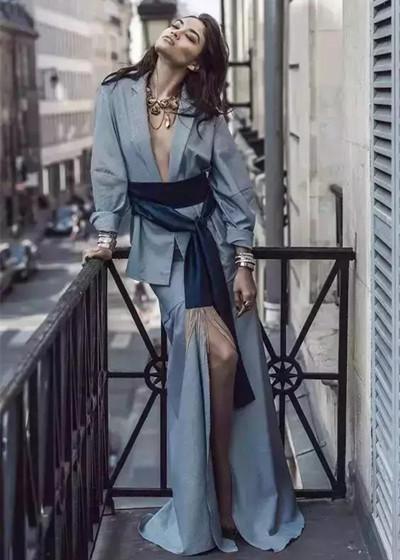 秋装穿衣搭配技巧示范 同色系装扮让你时髦有气质