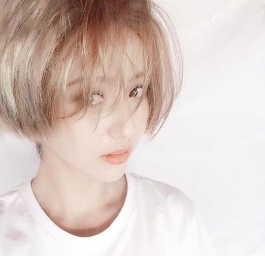 佟丽娅金色短发 简直俏皮又帅气!