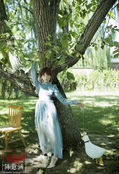 陈意涵街拍造型示范 穿上薄纱裙谁还不是小仙女?