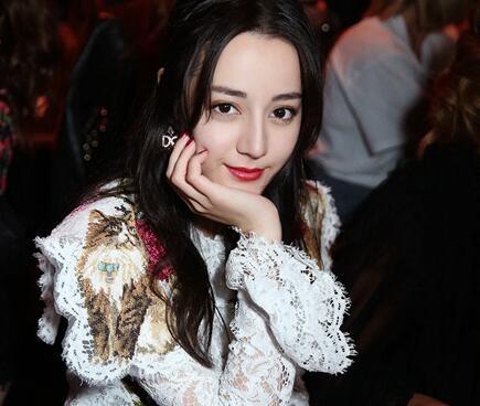 热巴时装周看秀 系唯一中国女艺人亮相时装周