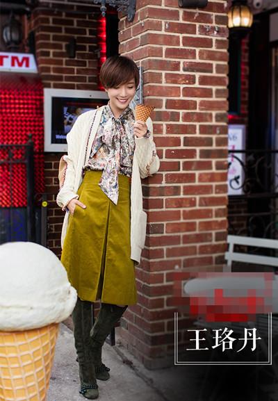 学王珞丹街拍造型示范 毛衣外套+长裙早秋就要这么搭