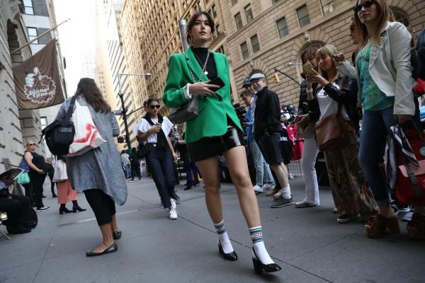 欧美穿衣搭配技巧示范 绿色西装也能时髦不老气