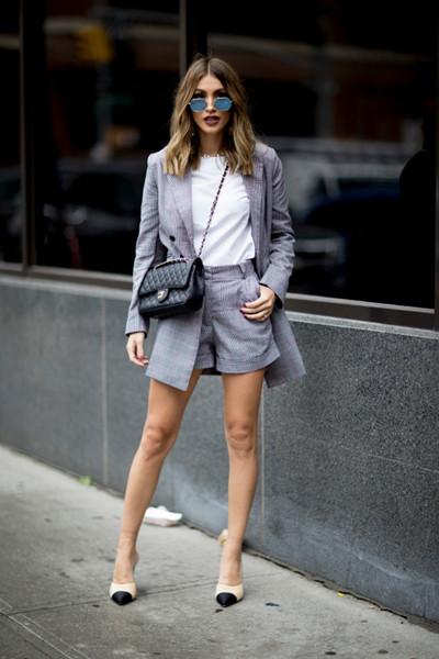 时尚达人服装流行趋势示范 复古格纹西装你必须来一件