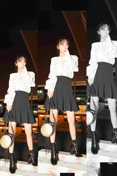 杨紫最新街拍穿搭示范 白色上衣+小黑裙尽展俏皮本性