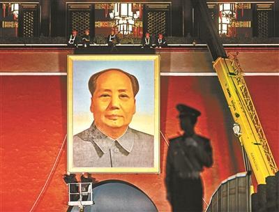 天安门更换毛泽东画像 整个换像过程持续了1个多小时
