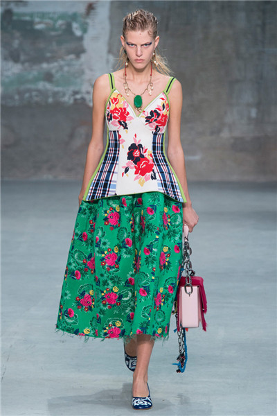 MARNI(玛尼)于米兰时装周发布2018春夏系列时装秀