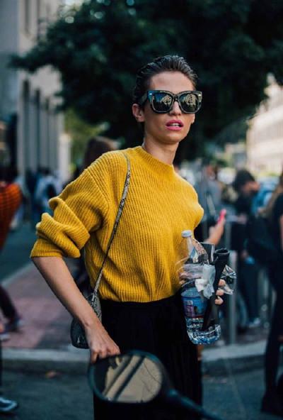 博主时装周场外街拍示范 风格多变让人应接不暇