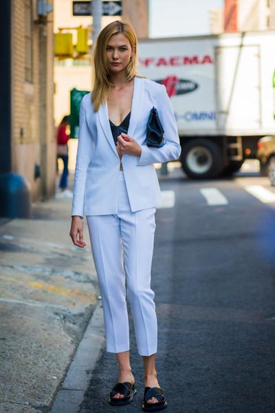 时尚达人街拍穿搭示范 一身帅气西服陪你度过整个秋季