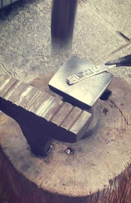 大理古城手艺——怎么把一堆碎银子变成银手镯