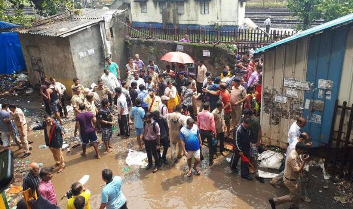 孟买发生踩踏事故 已造成22人身亡33人受伤