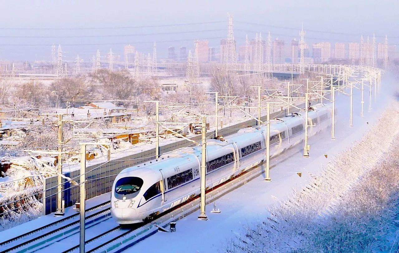 最全中国高铁班列展出 一列中欧班列从新疆阿拉山口口岸驶出国门