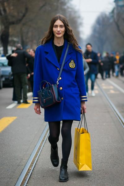 秋季穿衣搭配造型示范 蓝色西装你一定不能少