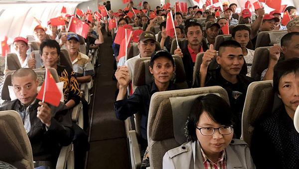 加勒比海受困中国公民已登机起飞 飞机舱内齐唱国歌