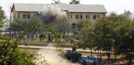 巴武装人员猛炸印军营 造成一名印度人员死亡