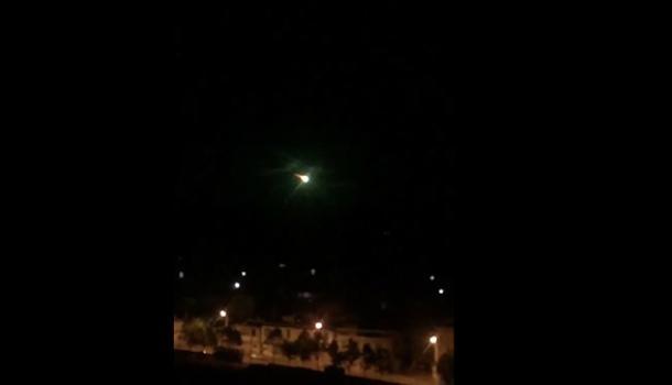 陨石中秋夜掉落云南 一颗巨型陨星照亮夜空