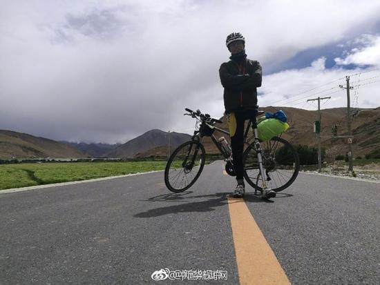 独腿小伙骑行新藏线 用一条腿丈量自己的人生