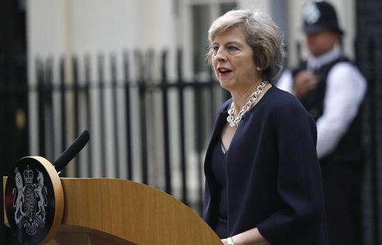 """英国首相遇""""逼宫""""危机"""