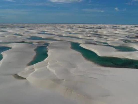 沙漠中出现成千上万湖泊 摄影师:有机会一定要住在这里