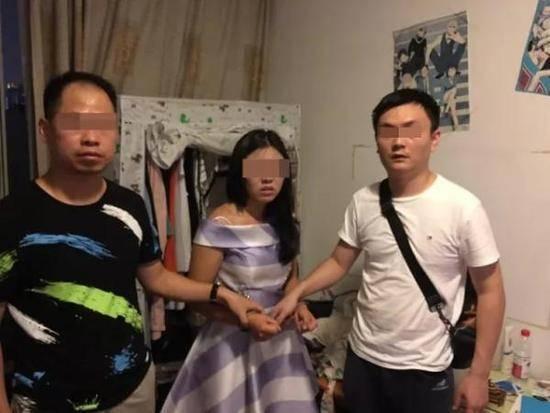女子连偷9个包被抓