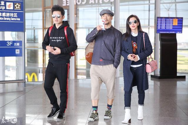 李冰冰廖凡任泉机场热聊 多年同窗的三人感情甚好