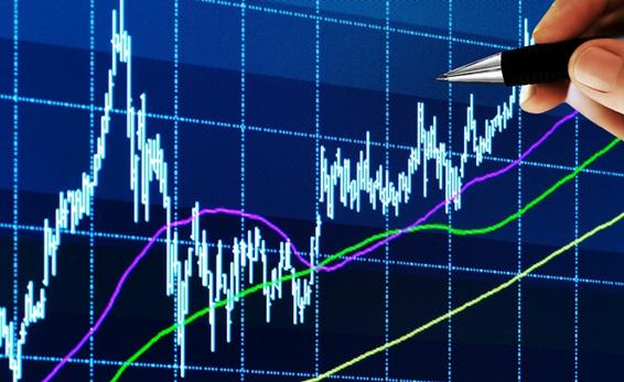 一是该公司的预期市盈率和历史市盈率的相对变化,二是该公司市盈率和行业平均市盈率相比。如果某公司市盈率高于之前年度市盈率或行业平均市盈率,说明市场预计该公司未来收益会上升;反之,如果市盈率低于行业平均水平,则表示与同业相比,市场预计该公司未来盈利会下降。所以,市盈率高低要相对地看待,并非高市盈率不好,低市盈率就好。如果预计某公司未来盈利会上升,而其股票市盈率低于行业平均水平,则未来股票价格有机会上升。