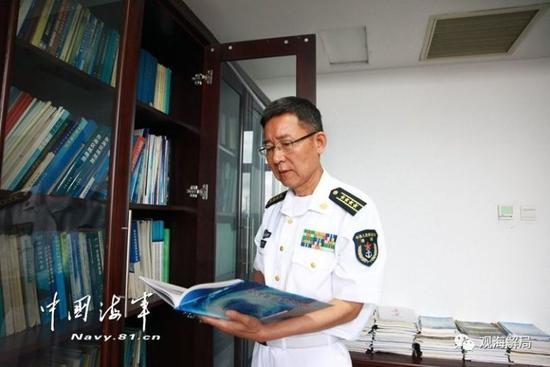 55岁院士候选人当新兵 黄韦艮穿上军装就被授予大校军衔