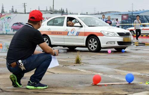最严新驾考难倒驾校教练 270名考生通过仅个位数