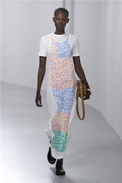 LOEWE(罗意威)于巴黎时装周发布2018春夏系列时装秀
