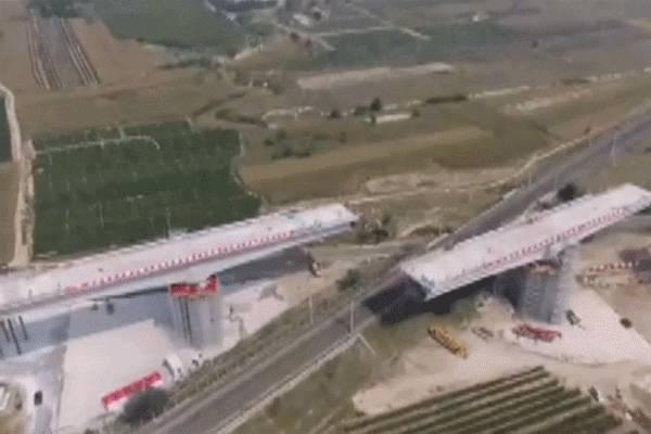 中国大桥空中旋转 中国造桥术真的逆天了!