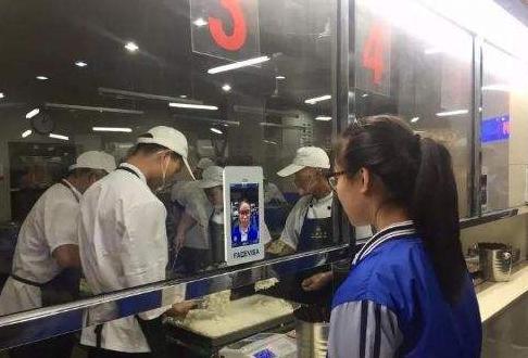 杭州一高中推刷脸吃饭 再也不用担心忘带饭卡啦!