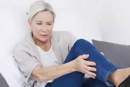腿脚上一些症状预示衰老加快