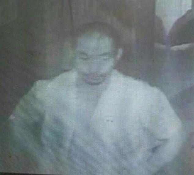 男子裸露狂闯进高校女寝 已被公安机关抓获
