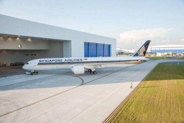 新加坡航空涂装首架波音787-10梦想私人飞机下线