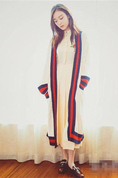 辣妈杨幂撞衫女神倪妮 同款长版针织外套谁穿更美