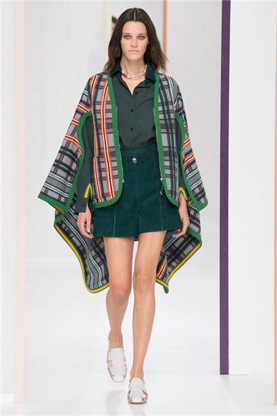 Hermes(爱马仕)于巴黎时装周发布2018春夏系列时装秀