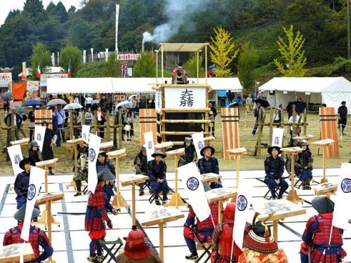 日本人体将棋赛 重现日本战国时期战争场面