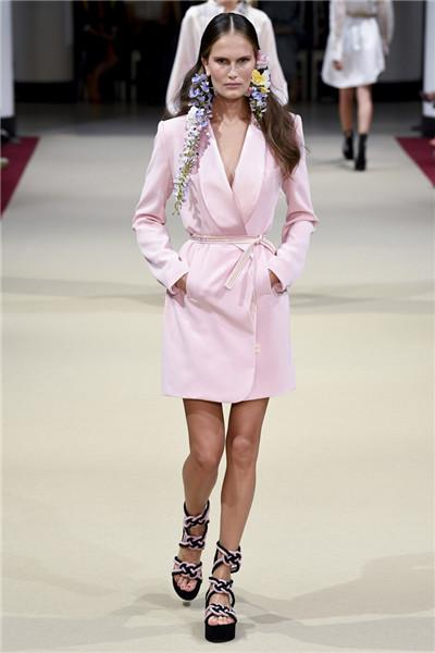 Alexis Mabille服装品牌于巴黎发布2018春夏系列时装秀