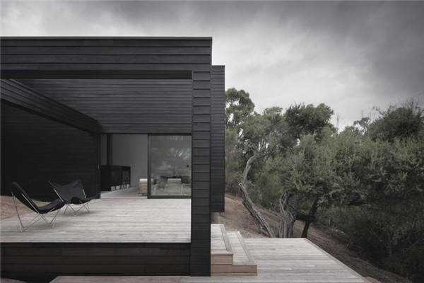 山脊路豪宅:与周围环境完美结合的建筑