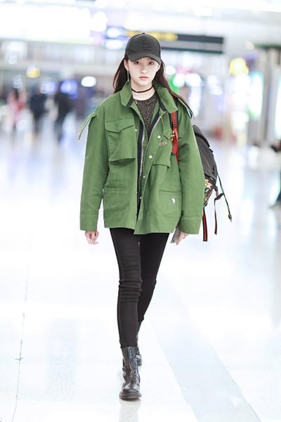 """明星街拍穿搭造型示范 工装外套尽显""""帅酷""""风潮"""