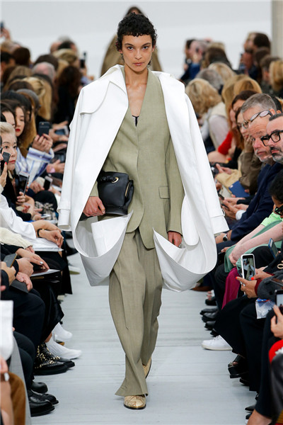 Celine(赛琳)于巴黎时装周发布2018春夏系列时装秀