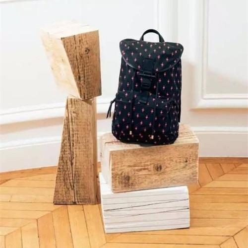 时尚感实用性兼具 纪梵希推出全新秋冬男士包包系列