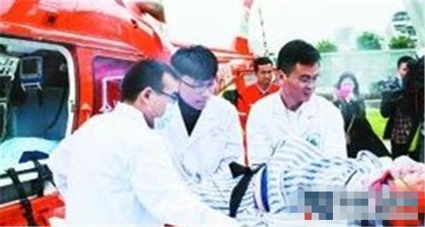 安徽首例 六安农民乘私人直升机完成紧急转院